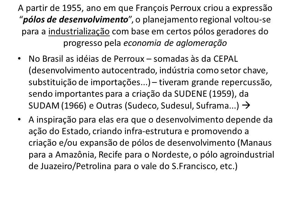 A partir de 1955, ano em que François Perroux criou a expressão pólos de desenvolvimento , o planejamento regional voltou-se para a industrialização com base em certos pólos geradores do progresso pela economia de aglomeração