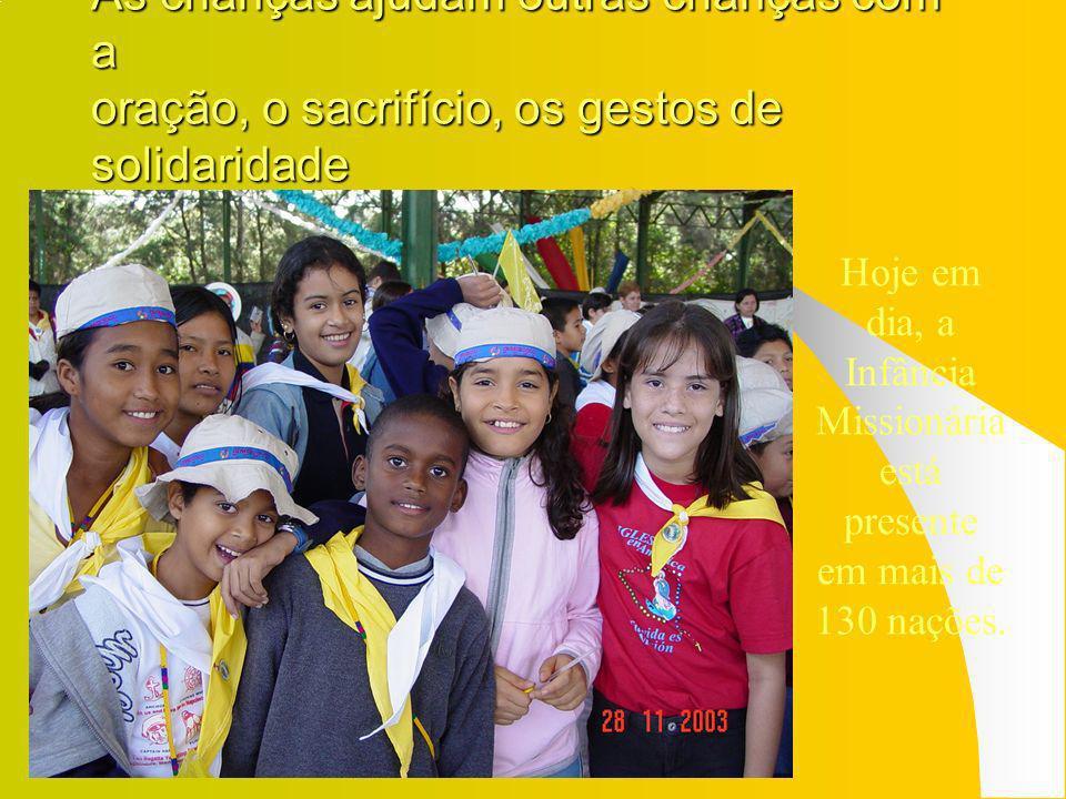 As crianças ajudam outras crianças com a oração, o sacrifício, os gestos de solidaridade