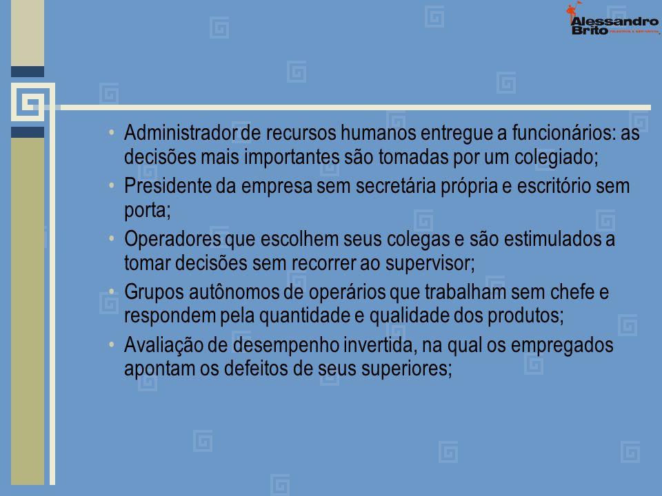 Administrador de recursos humanos entregue a funcionários: as decisões mais importantes são tomadas por um colegiado;