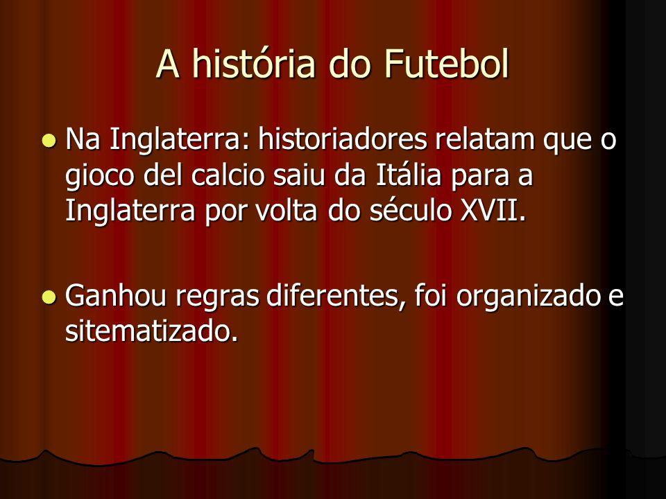 A história do FutebolNa Inglaterra: historiadores relatam que o gioco del calcio saiu da Itália para a Inglaterra por volta do século XVII.