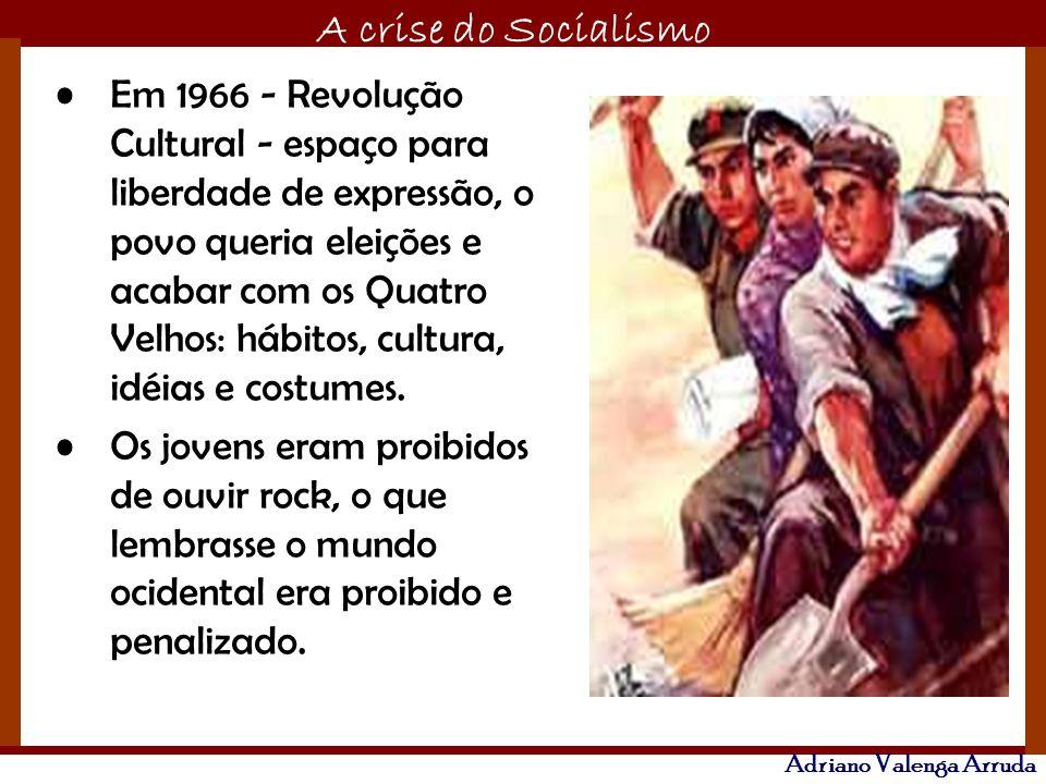 Em 1966 - Revolução Cultural - espaço para liberdade de expressão, o povo queria eleições e acabar com os Quatro Velhos: hábitos, cultura, idéias e costumes.
