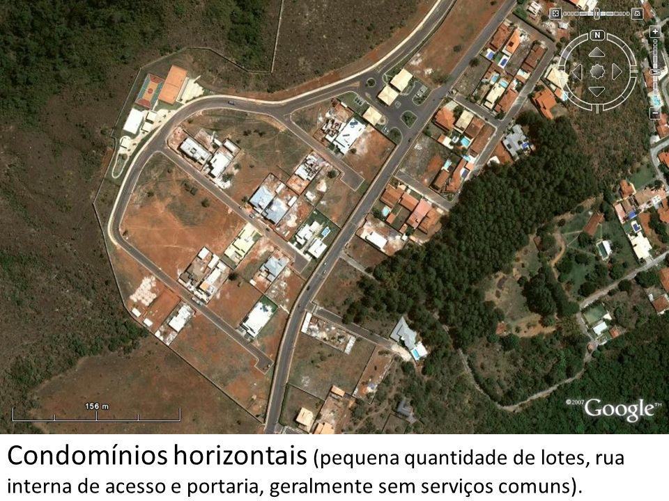 Condomínios horizontais (pequena quantidade de lotes, rua interna de acesso e portaria, geralmente sem serviços comuns).
