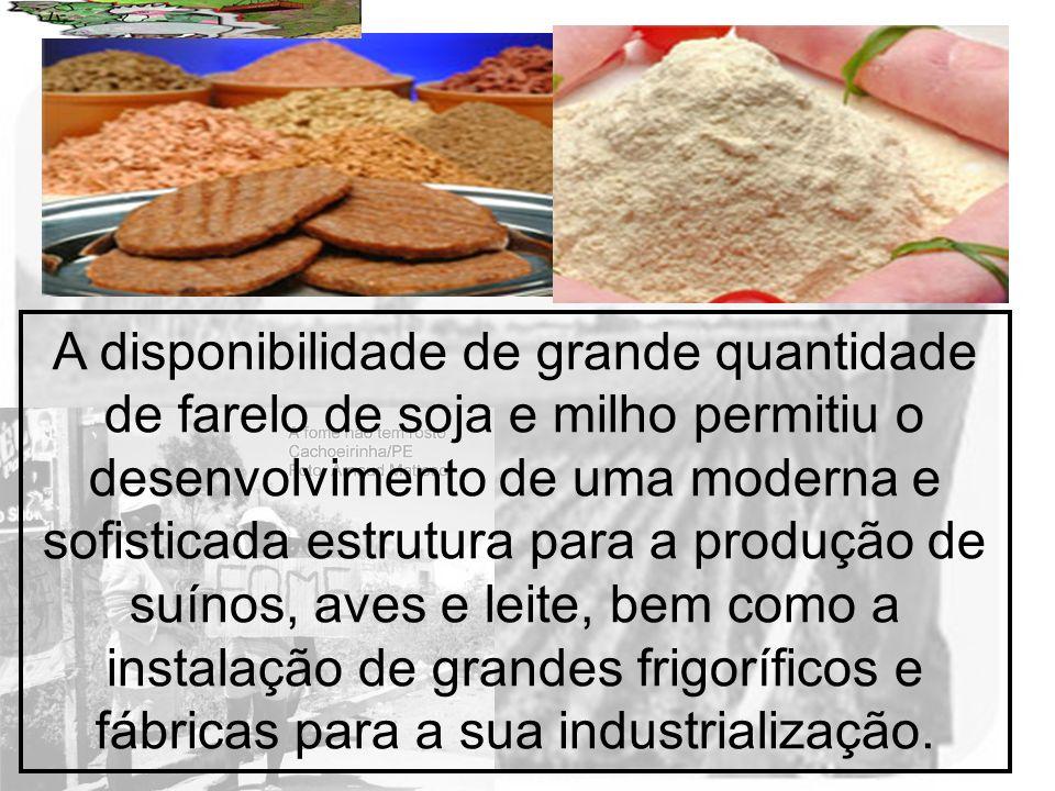 A disponibilidade de grande quantidade de farelo de soja e milho permitiu o desenvolvimento de uma moderna e sofisticada estrutura para a produção de suínos, aves e leite, bem como a instalação de grandes frigoríficos e fábricas para a sua industrialização.