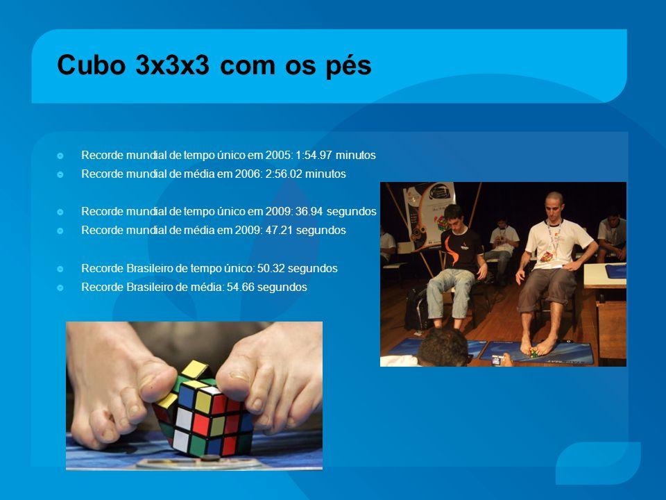 Cubo 3x3x3 com os pés Recorde mundial de tempo único em 2005: 1:54.97 minutos. Recorde mundial de média em 2006: 2:56.02 minutos.