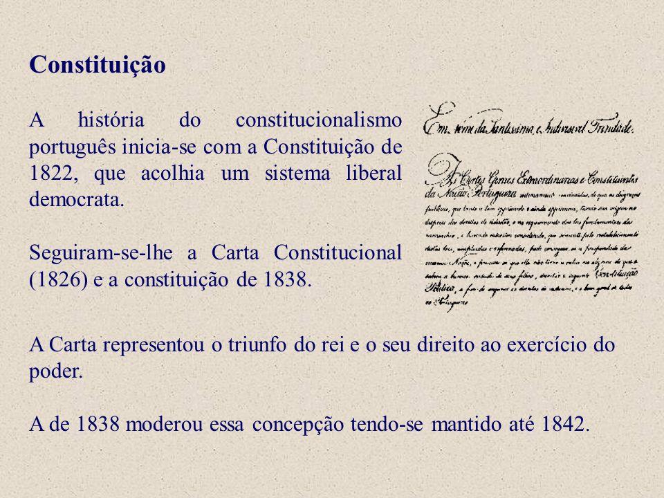 Constituição A história do constitucionalismo português inicia-se com a Constituição de 1822, que acolhia um sistema liberal democrata.
