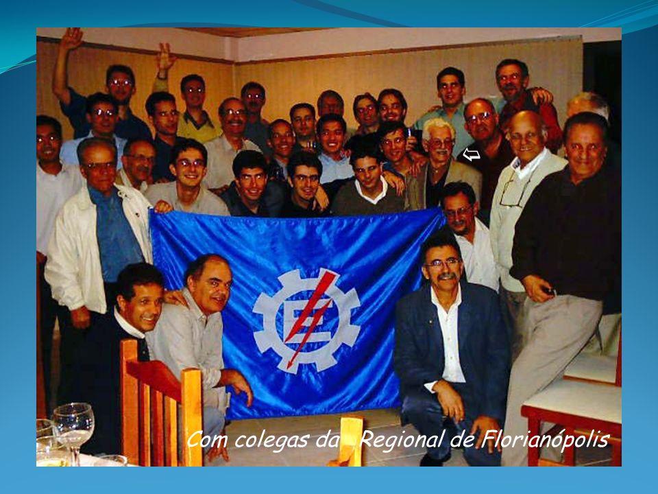 b Com colegas da Regional de Florianópolis