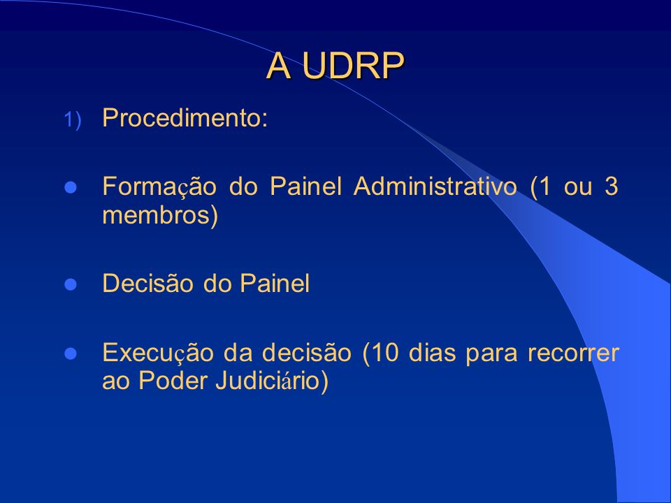 A UDRP Procedimento: Formação do Painel Administrativo (1 ou 3 membros) Decisão do Painel.