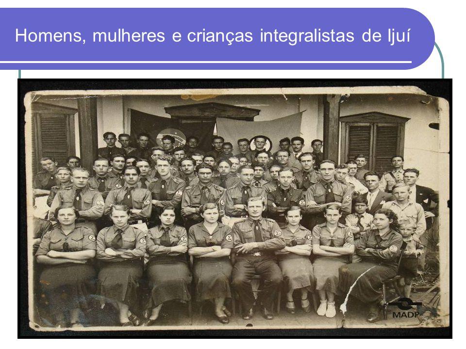 Homens, mulheres e crianças integralistas de Ijuí