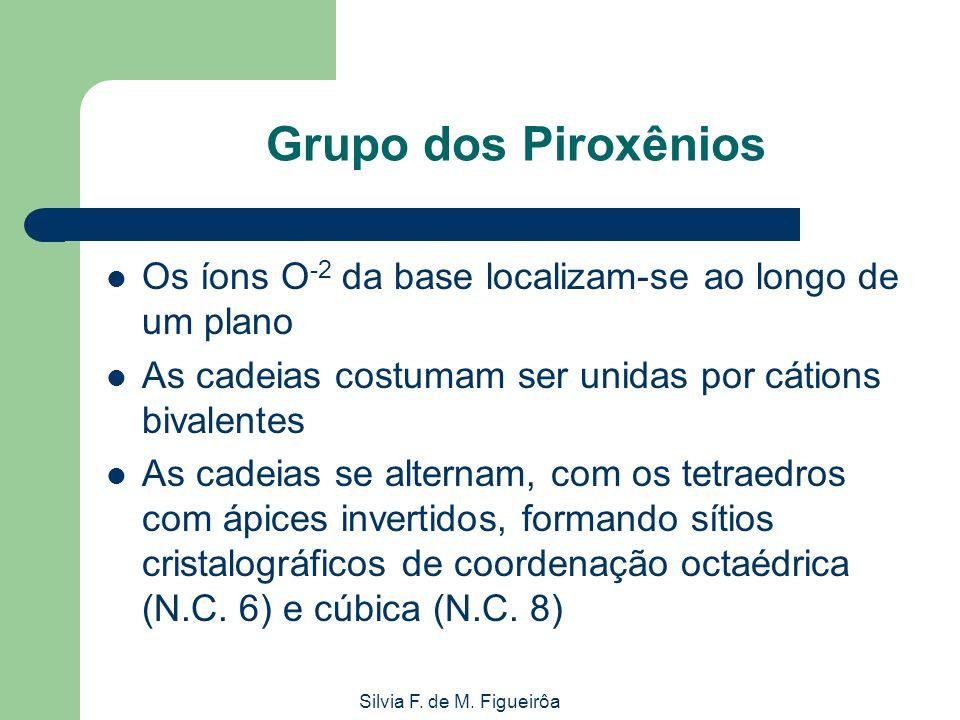 Grupo dos PiroxêniosOs íons O-2 da base localizam-se ao longo de um plano. As cadeias costumam ser unidas por cátions bivalentes.