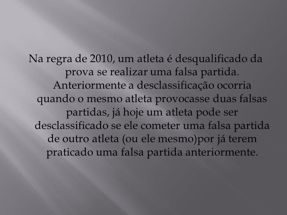 Na regra de 2010, um atleta é desqualificado da prova se realizar uma falsa partida.
