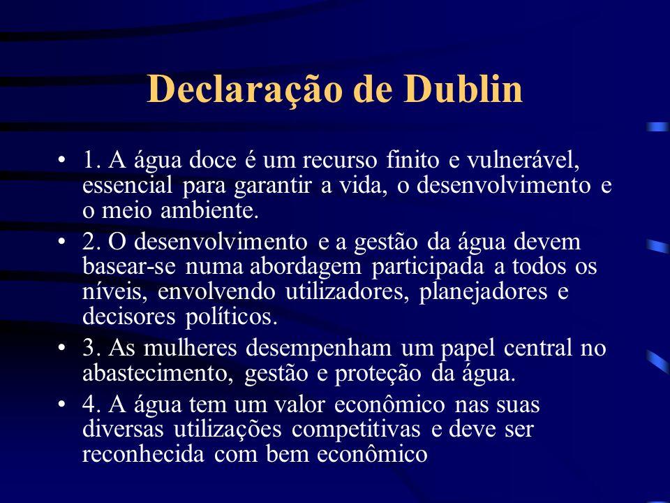 Declaração de Dublin 1. A água doce é um recurso finito e vulnerável, essencial para garantir a vida, o desenvolvimento e o meio ambiente.