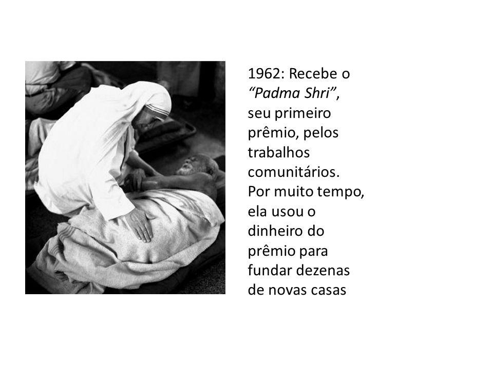 1962: Recebe o Padma Shri , seu primeiro prêmio, pelos trabalhos comunitários.
