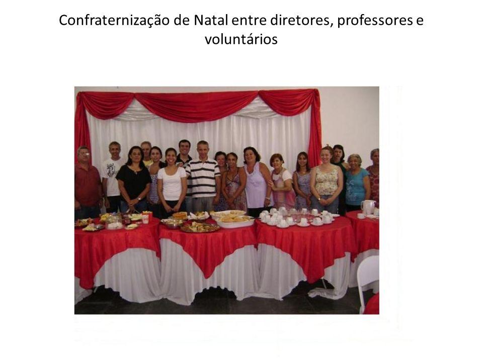 Confraternização de Natal entre diretores, professores e voluntários