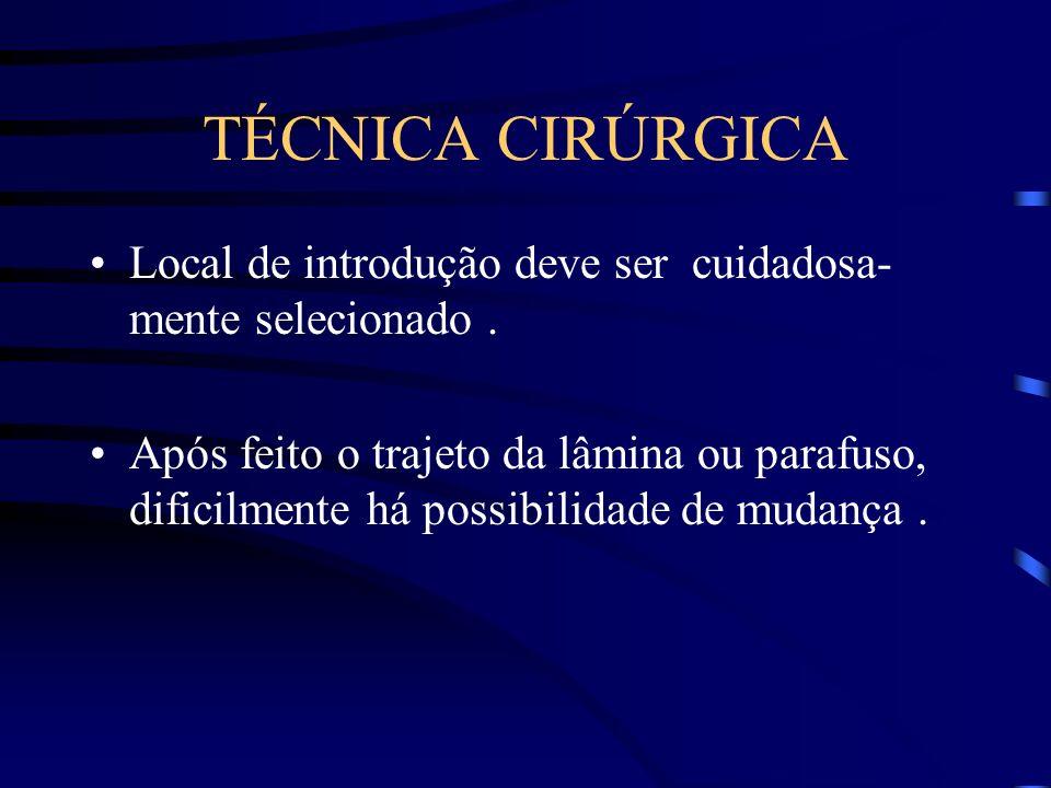 TÉCNICA CIRÚRGICA Local de introdução deve ser cuidadosa- mente selecionado .