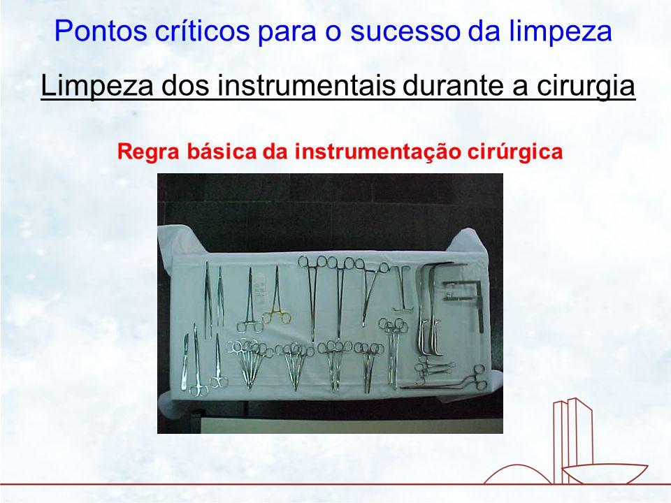 Limpeza dos instrumentais durante a cirurgia