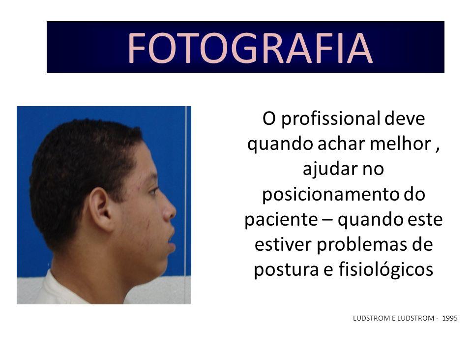 FOTOGRAFIA O profissional deve quando achar melhor , ajudar no posicionamento do paciente – quando este estiver problemas de postura e fisiológicos.