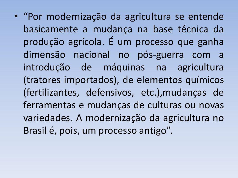 Por modernização da agricultura se entende basicamente a mudança na base técnica da produção agrícola.