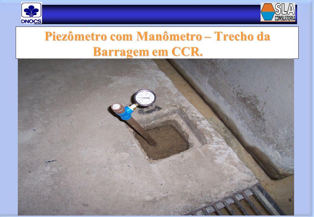 Piezômetro com Manômetro – Trecho da Barragem em CCR.