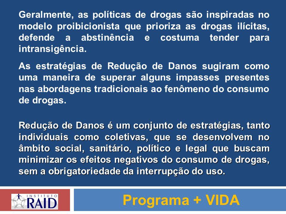 Geralmente, as políticas de drogas são inspiradas no modelo proibicionista que prioriza as drogas ilícitas, defende a abstinência e costuma tender para intransigência.