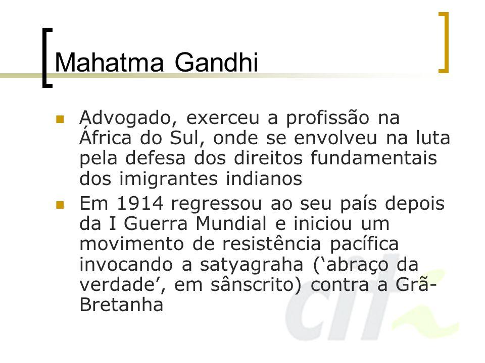 Mahatma GandhiAdvogado, exerceu a profissão na África do Sul, onde se envolveu na luta pela defesa dos direitos fundamentais dos imigrantes indianos.