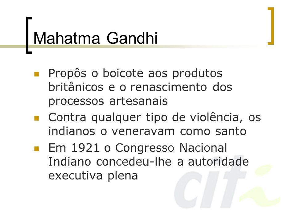 Mahatma GandhiPropôs o boicote aos produtos britânicos e o renascimento dos processos artesanais.