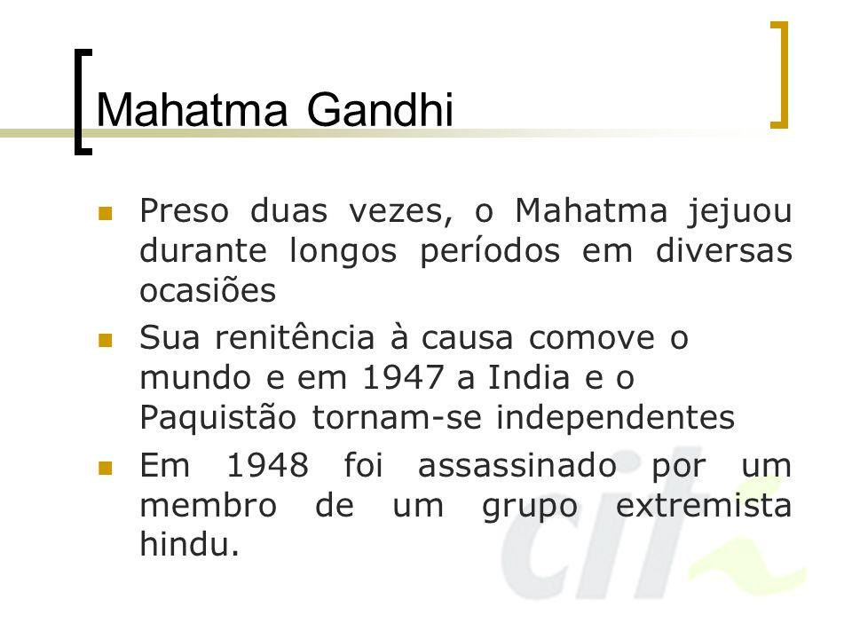 Mahatma GandhiPreso duas vezes, o Mahatma jejuou durante longos períodos em diversas ocasiões.