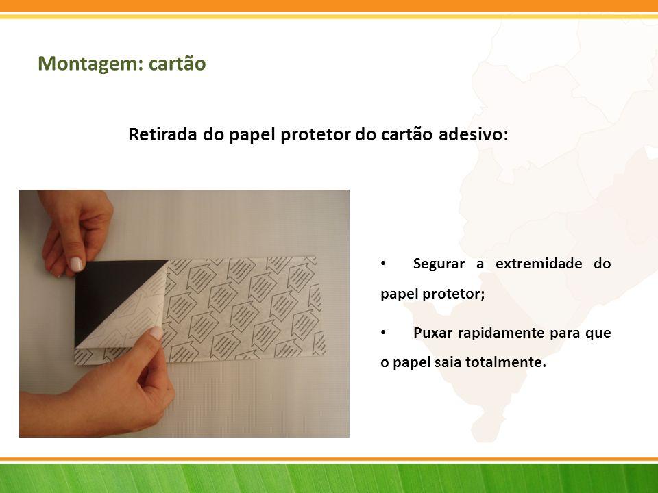 Retirada do papel protetor do cartão adesivo: