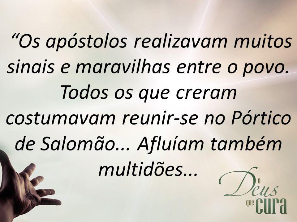Os apóstolos realizavam muitos sinais e maravilhas entre o povo