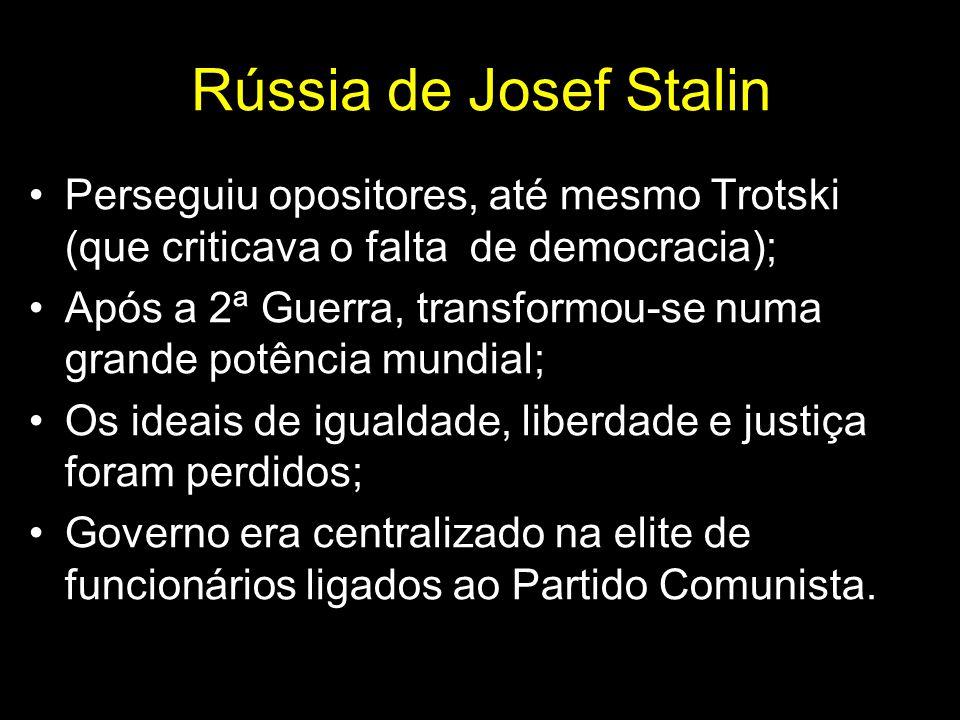 Rússia de Josef Stalin Perseguiu opositores, até mesmo Trotski (que criticava o falta de democracia);