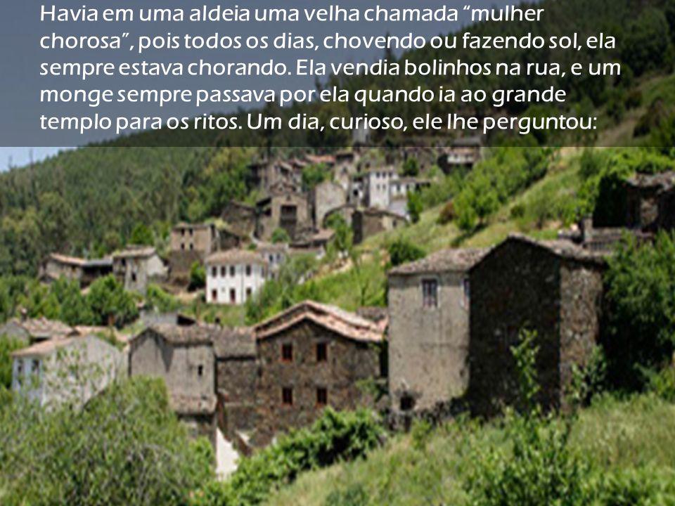 Havia em uma aldeia uma velha chamada mulher chorosa , pois todos os dias, chovendo ou fazendo sol, ela sempre estava chorando.