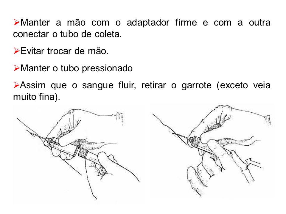 Manter a mão com o adaptador firme e com a outra conectar o tubo de coleta.