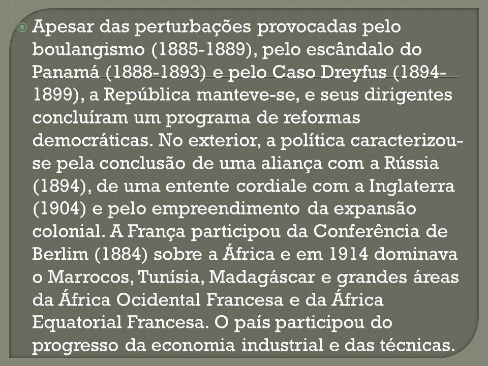 Apesar das perturbações provocadas pelo boulangismo (1885-1889), pelo escândalo do Panamá (1888-1893) e pelo Caso Dreyfus (1894-1899), a República manteve-se, e seus dirigentes concluíram um programa de reformas democráticas.