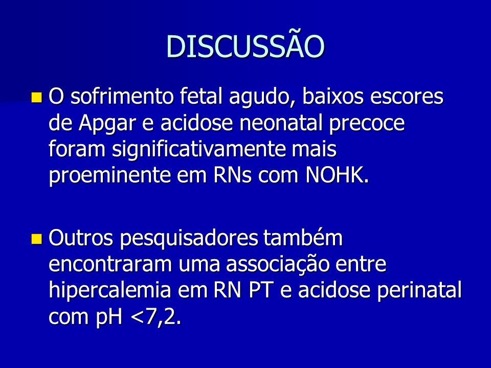 DISCUSSÃO O sofrimento fetal agudo, baixos escores de Apgar e acidose neonatal precoce foram significativamente mais proeminente em RNs com NOHK.