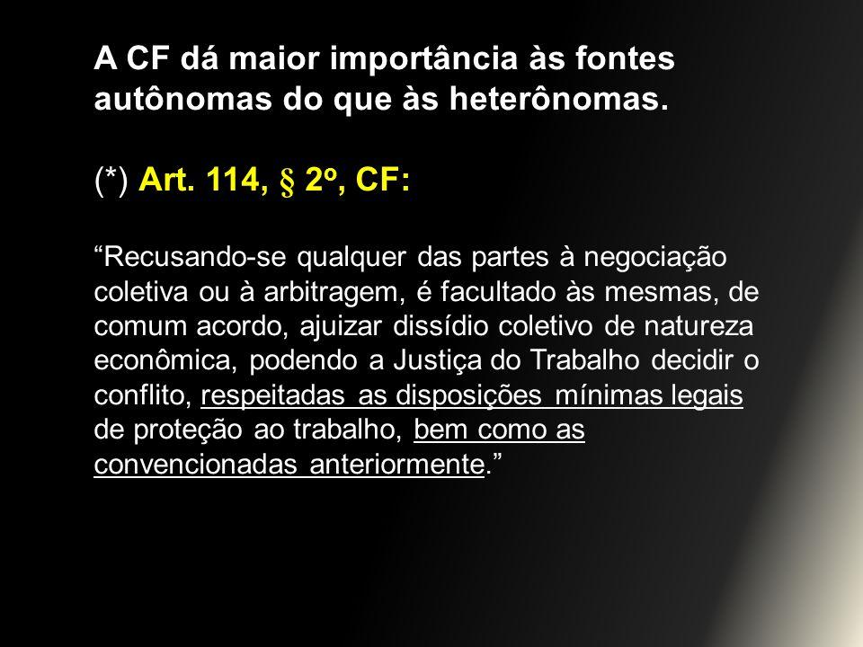 A CF dá maior importância às fontes autônomas do que às heterônomas.