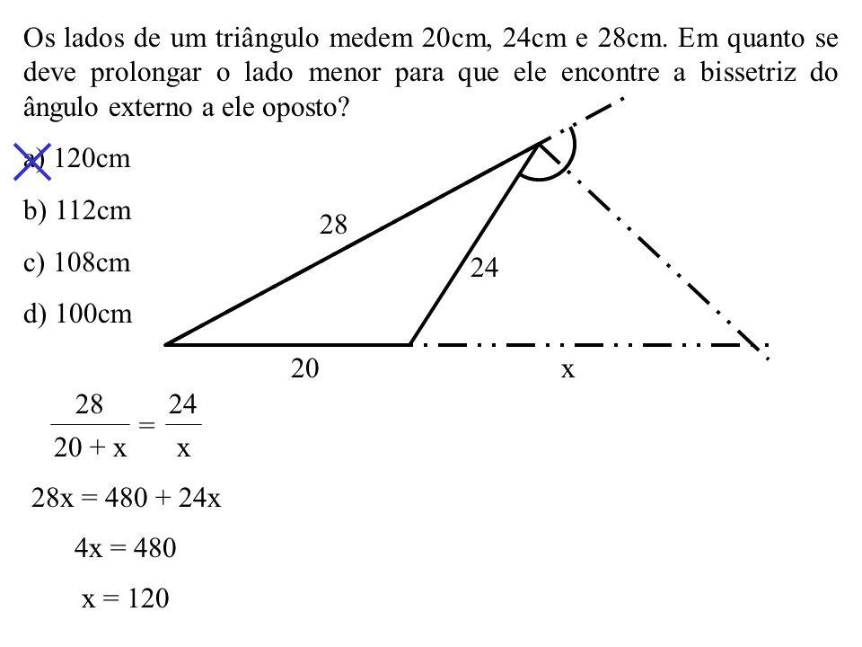 Os lados de um triângulo medem 20cm, 24cm e 28cm