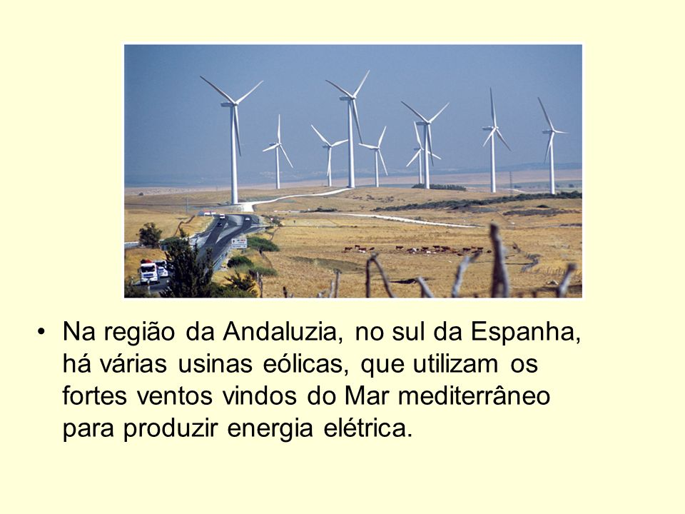 Na região da Andaluzia, no sul da Espanha, há várias usinas eólicas, que utilizam os fortes ventos vindos do Mar mediterrâneo para produzir energia elétrica.