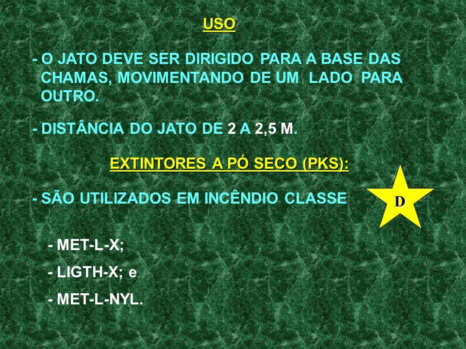 USO - O JATO DEVE SER DIRIGIDO PARA A BASE DAS. CHAMAS, MOVIMENTANDO DE UM LADO PARA. OUTRO. - DISTÂNCIA DO JATO DE 2 A 2,5 M.
