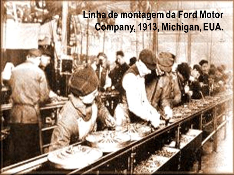 Linha de montagem da Ford Motor Company, 1913, Michigan, EUA.