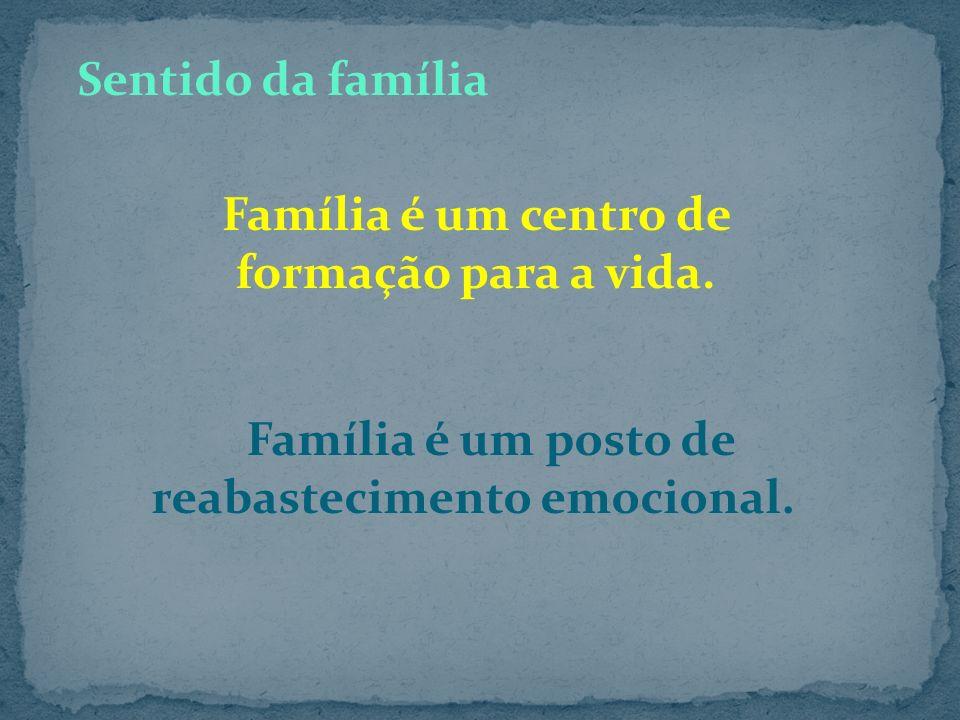 Família é um centro de formação para a vida.
