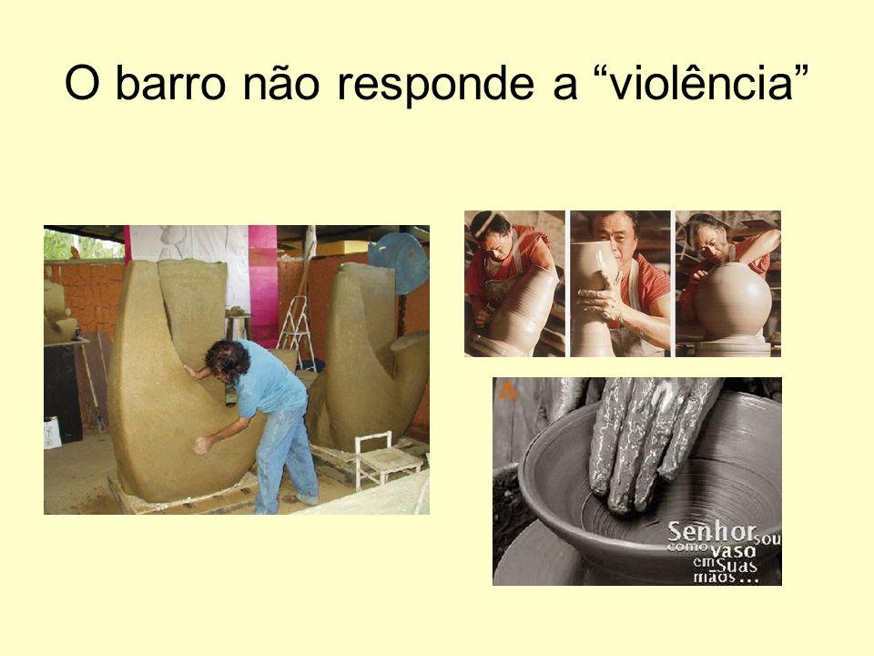 O barro não responde a violência