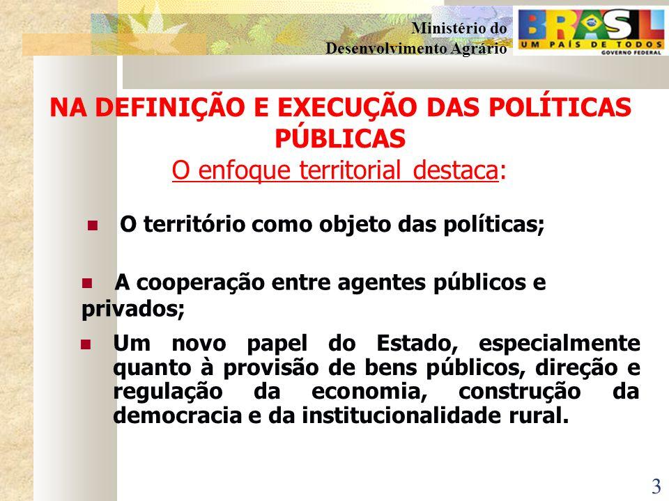 NA DEFINIÇÃO E EXECUÇÃO DAS POLÍTICAS PÚBLICAS O enfoque territorial destaca: