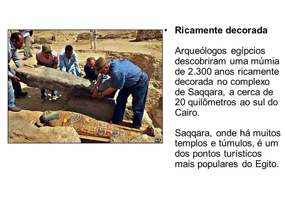 Ricamente decorada Arqueólogos egípcios descobriram uma múmia de 2