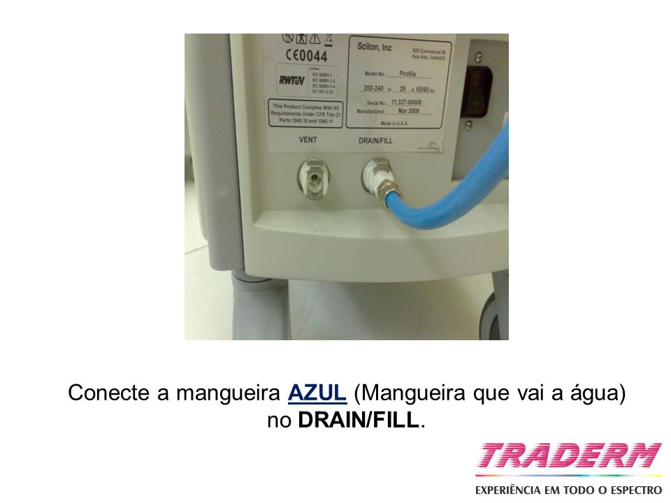 Conecte a mangueira AZUL (Mangueira que vai a água) no DRAIN/FILL.