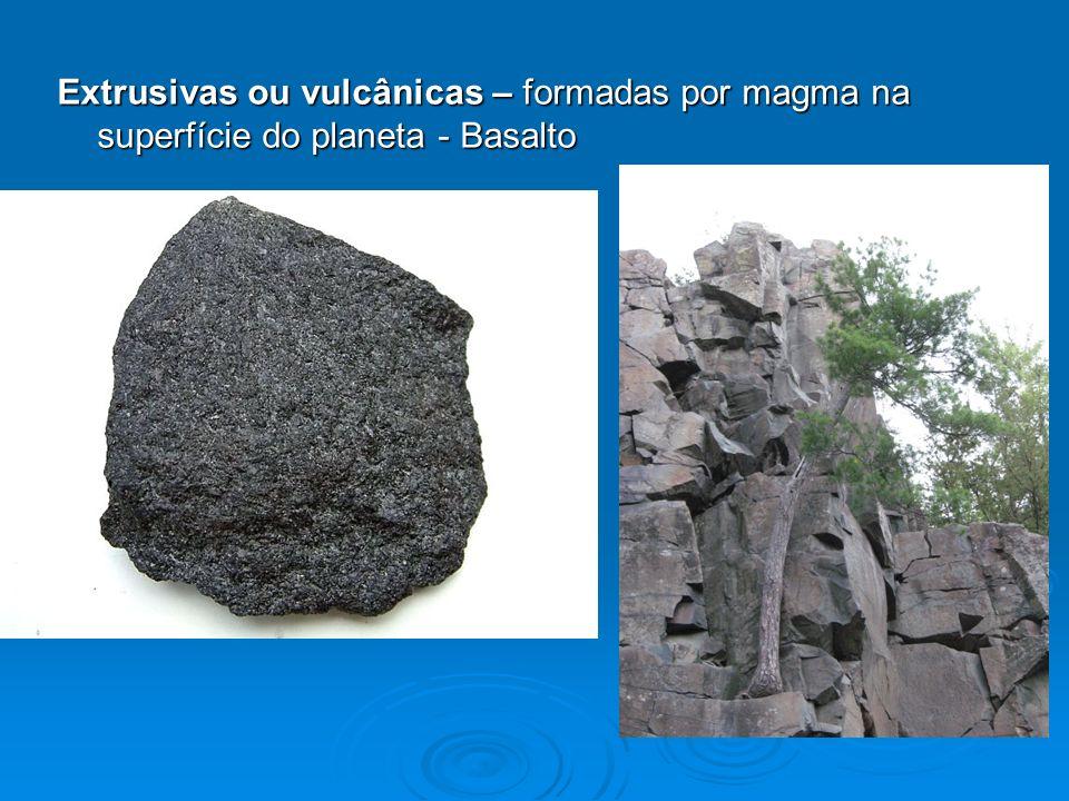 Extrusivas ou vulcânicas – formadas por magma na superfície do planeta - Basalto