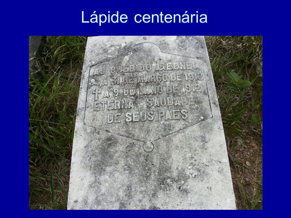 Lápide centenária