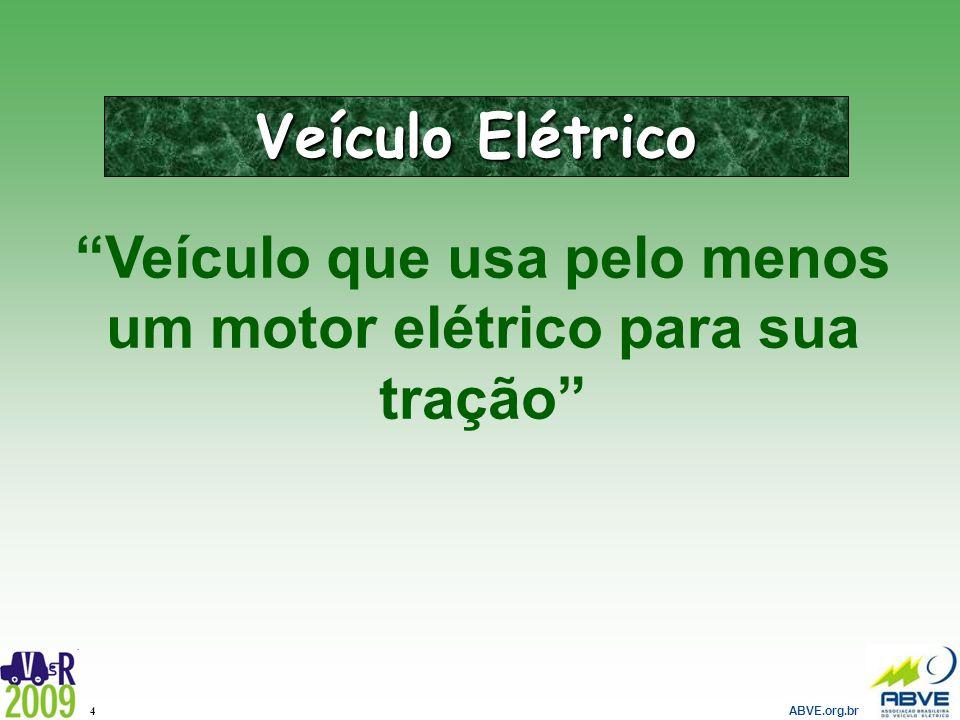 Veículo que usa pelo menos um motor elétrico para sua tração
