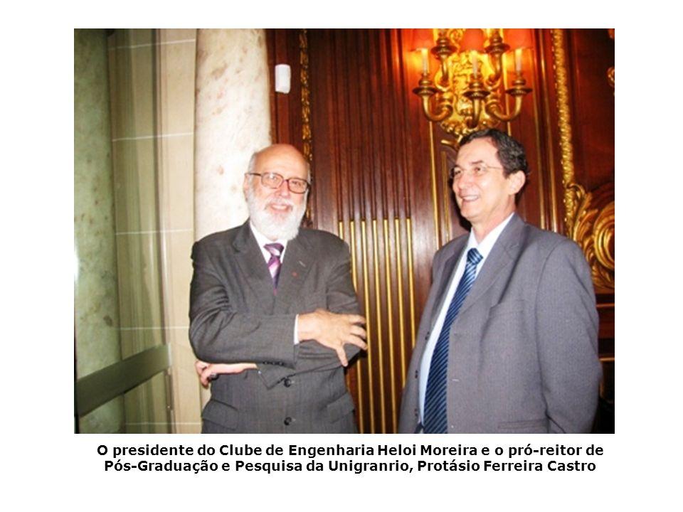 O presidente do Clube de Engenharia Heloi Moreira e o pró-reitor de Pós-Graduação e Pesquisa da Unigranrio, Protásio Ferreira Castro