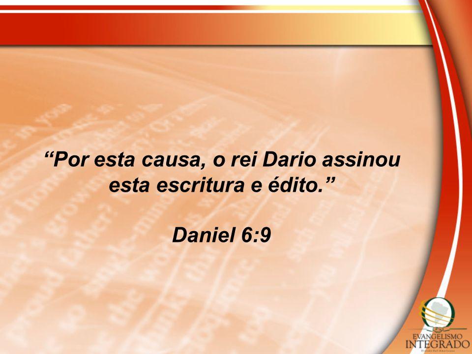 Por esta causa, o rei Dario assinou esta escritura e édito.