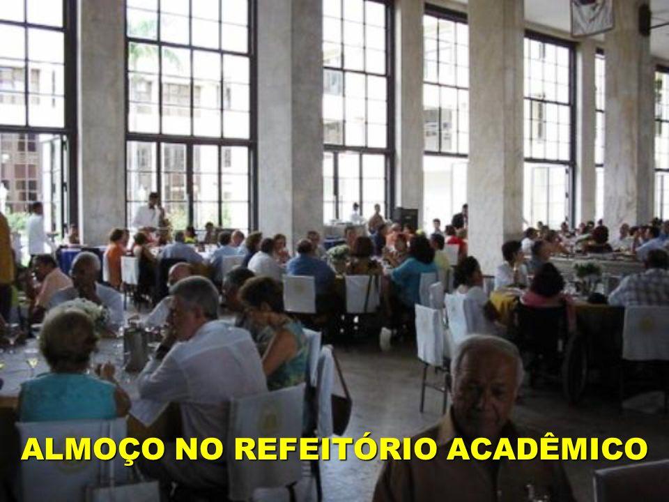 ALMOÇO NO REFEITÓRIO ACADÊMICO