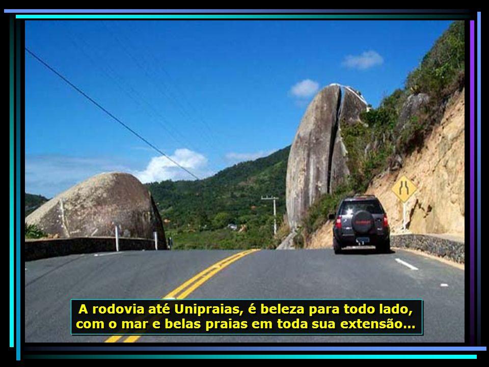 A rodovia até Unipraias, é beleza para todo lado, com o mar e belas praias em toda sua extensão…